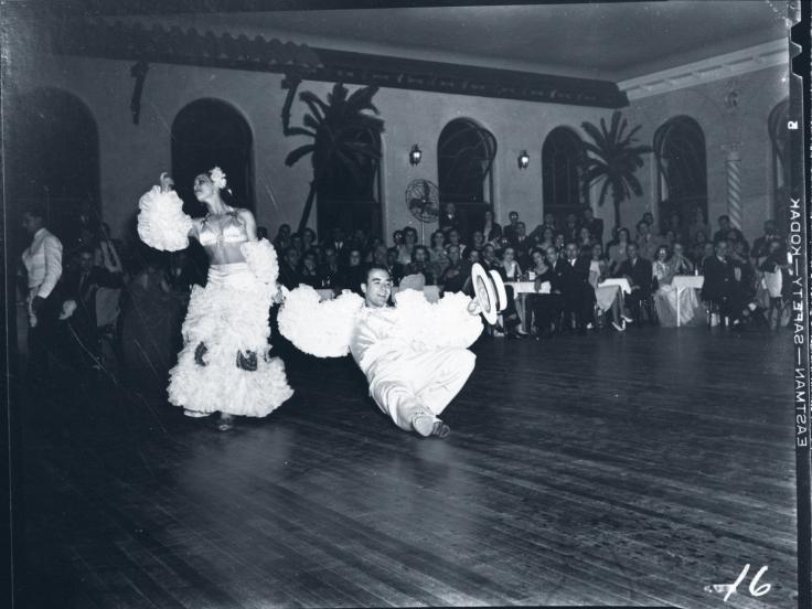 cuban-club-dancers-white-costumes